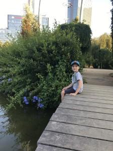 В районе Poblenou есть большой красивый парк c несколькими детскими площадками
